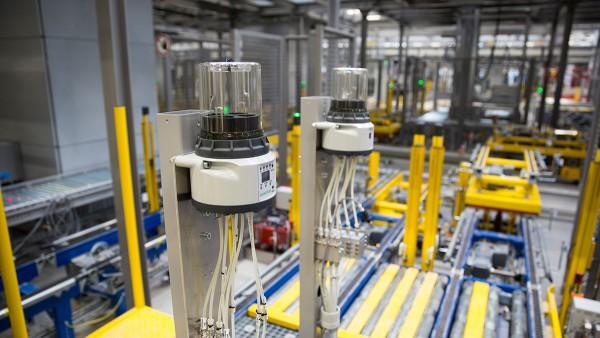 シェフラーの最新の保管・流通センターを用いた自律的なサブシステムにより、確実な流れを確保できます。