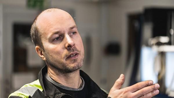 Kåge製材所オペレータであるMikael Eriksson氏は満足しています。